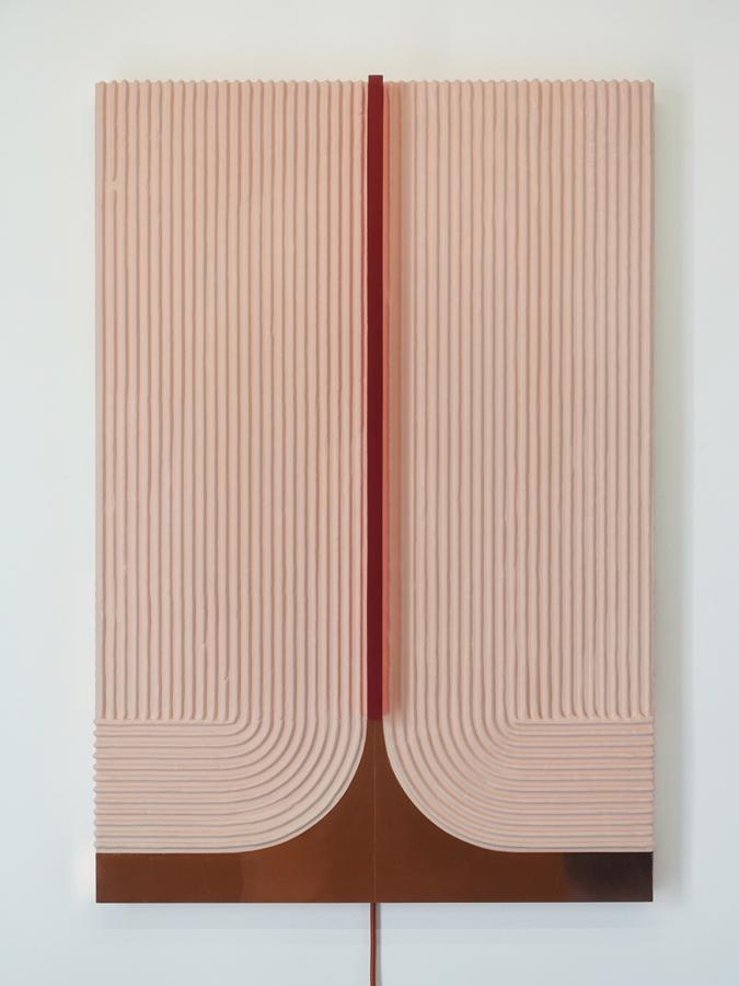 Licht, koper en plexiglas in een kunstwerk